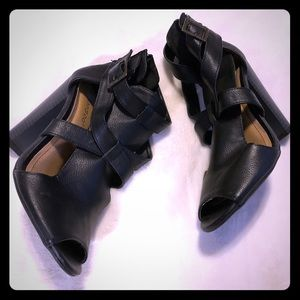 Cute black shoes by Bamboo. SZ 7